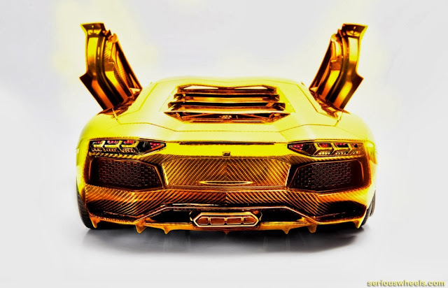 Gold-Lamborghini-Aventador-Model_2