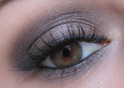 http://chroniquedunemakeupaddict.blogspot.com/2012/08/makeup-avec-la-palette-smoked-durban.html