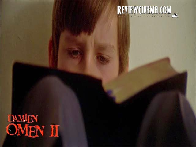 "<img src=""Damien : Omen II.jpg"" alt=""Damien : Omen II Damien ketika mengetahui jati dirinya dari Kitab Wahyu"">"