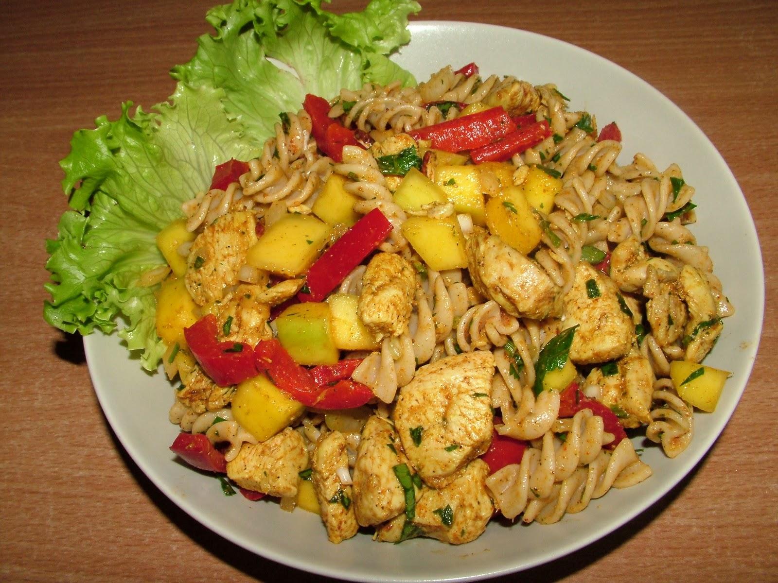 Sałatka z kurczakiem i mango w imbirze
