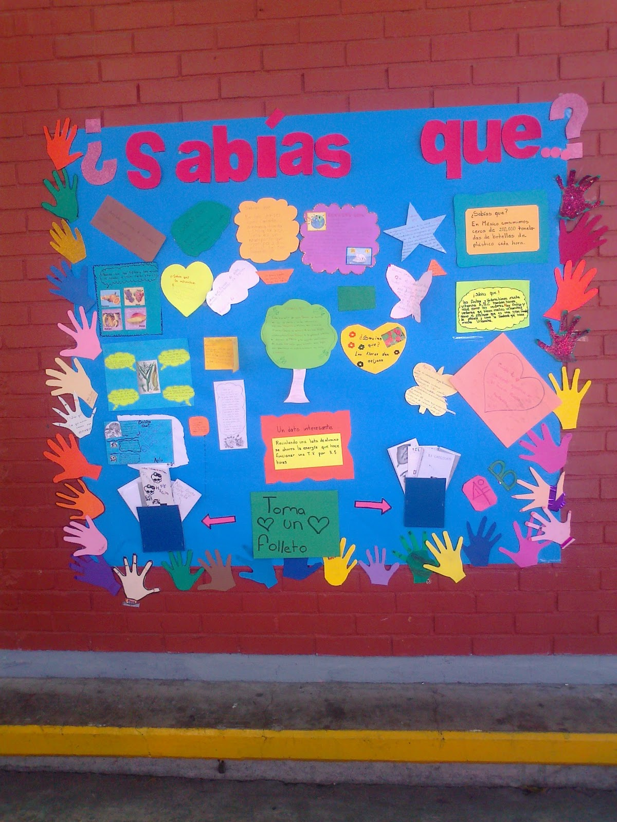 Escritores infantiles peri dico mural for Como decorar un mural