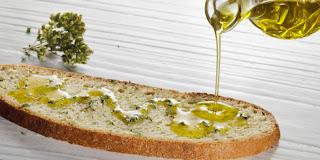 Οι Έλληνες καταναλώνουν όλο και λιγότερο ελαιόλαδο.