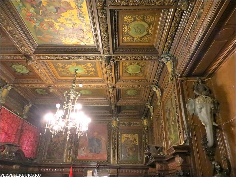 Парадная столовая Бильдерлингов с росписью, лепниной и скульптурами