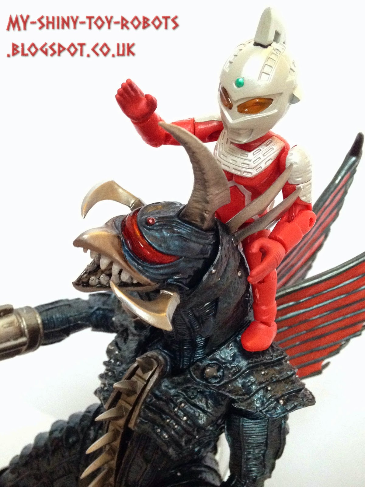Ultraseven vs Gigan