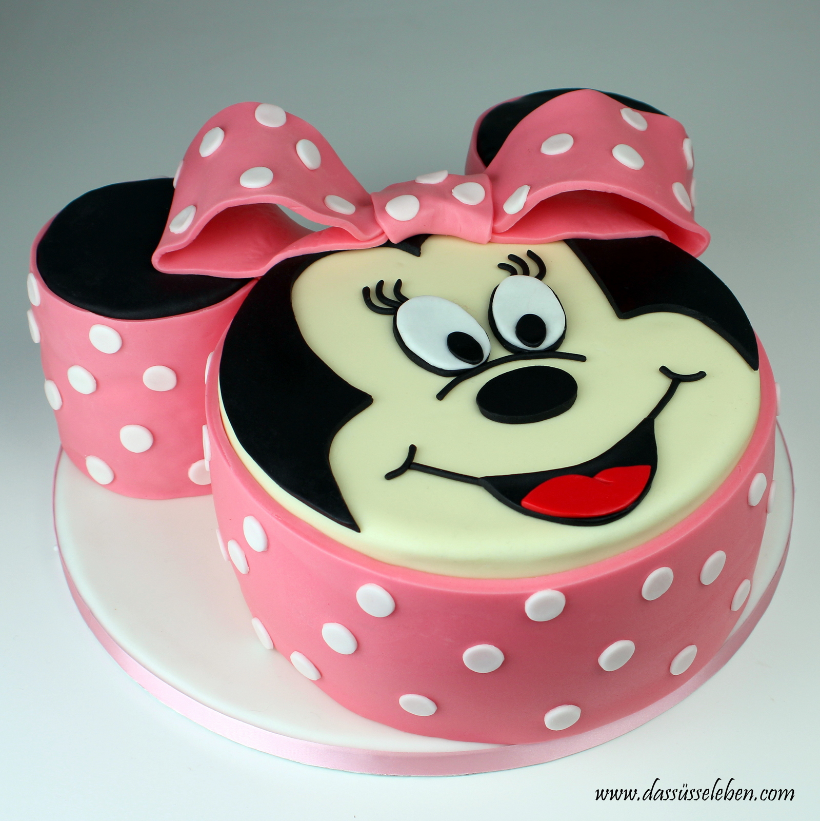 rezept minnie mouse torte das s e leben. Black Bedroom Furniture Sets. Home Design Ideas