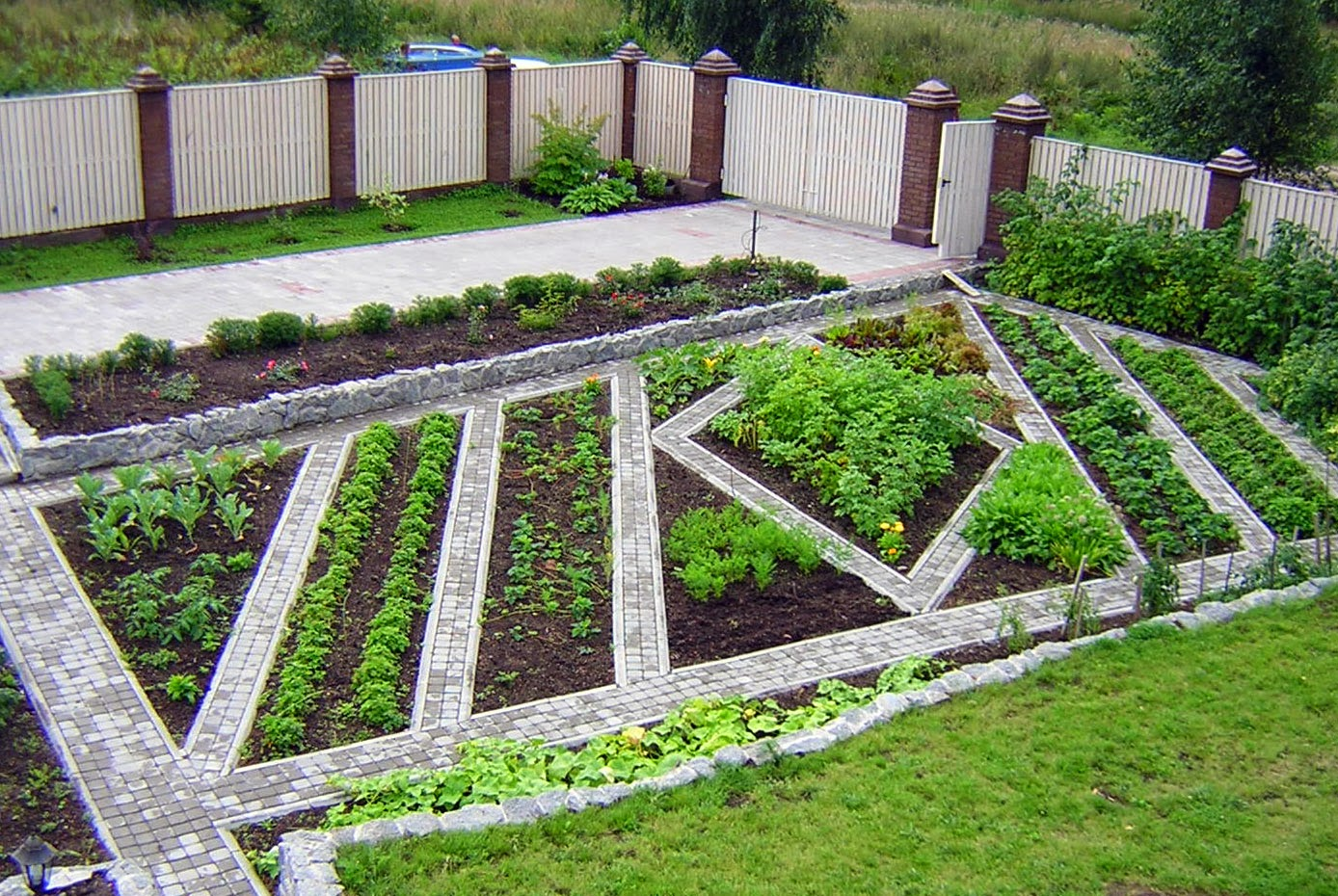 Дизайн для огорода своими руками