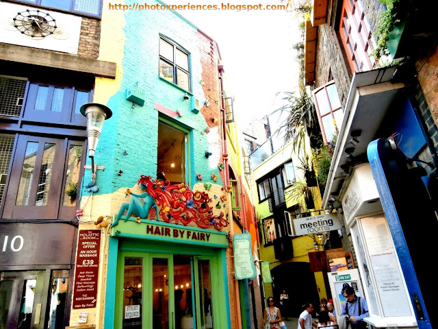 Fantastic colourful buildings at Neal's Yard, London. Edificios multicolor de Neal's Yard, Londres.