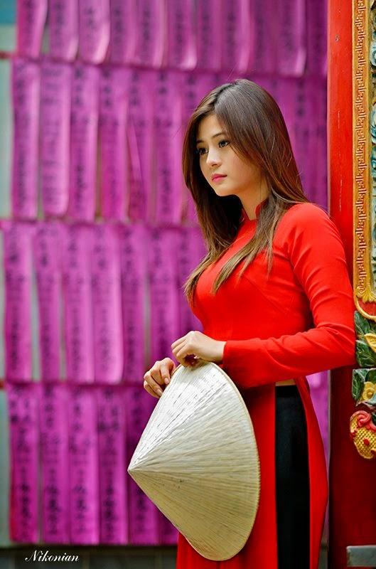 Hotgirl Châu Dương đi lễ chùa đầu năm 11