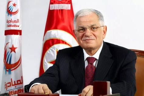 Lors d'un meeting général tenu, dimanche 17 janvier 2016 à Tunis, le président du parti Al-Moubadara, Kamel Morjane, a appelé à la formation d'un gouvernement de Salut National.