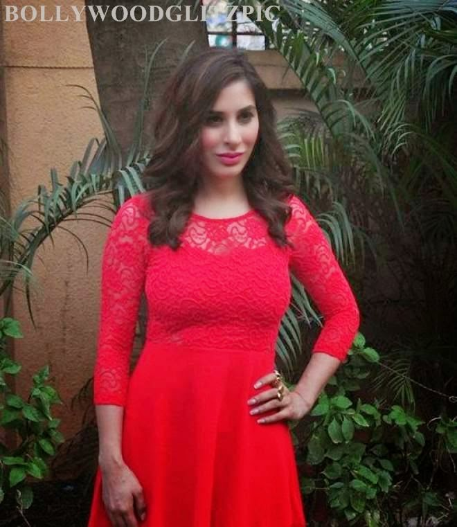 sophie choudry hot pics