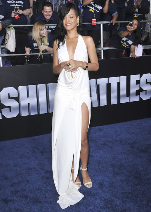 rihanna at battles premiere hot photoshoot