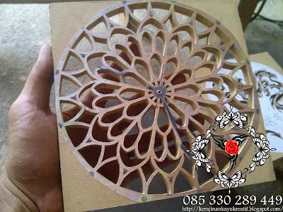 Souvenir Kerajinan Kayu MDF Diukir Naga Untuk Jam Dinding