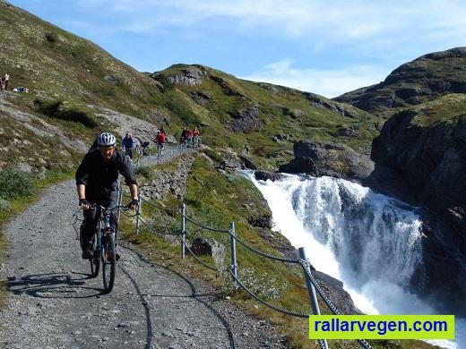 Langs Rallarvegen på sykkel