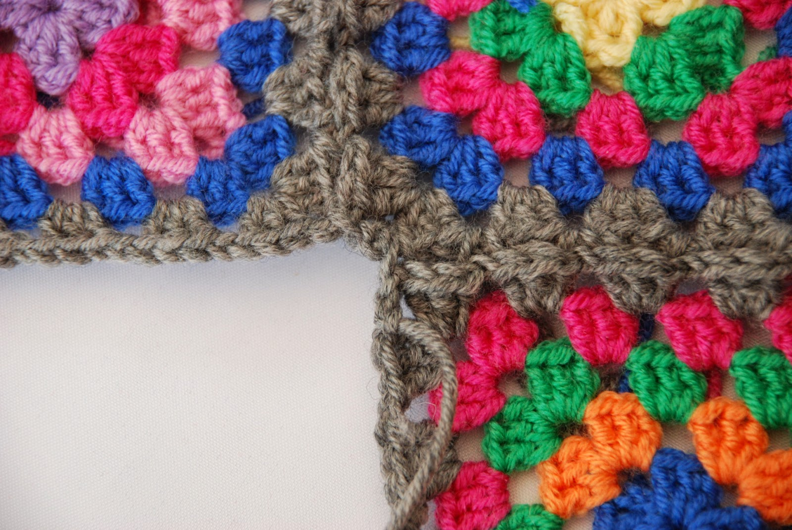 Granny square pattern tutorial: image of squares joined together