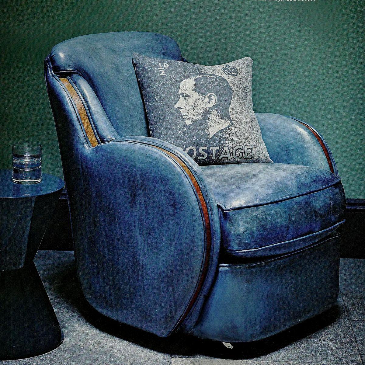 September 2011: She Moves The Furniture: Gentlemen's Club