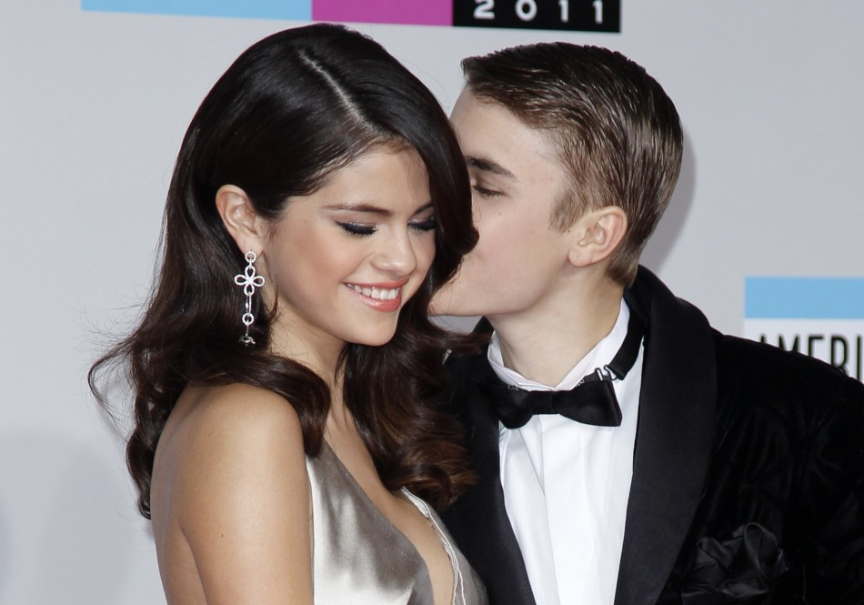 Justin Bieber With Girlfriend In New Photos 2012