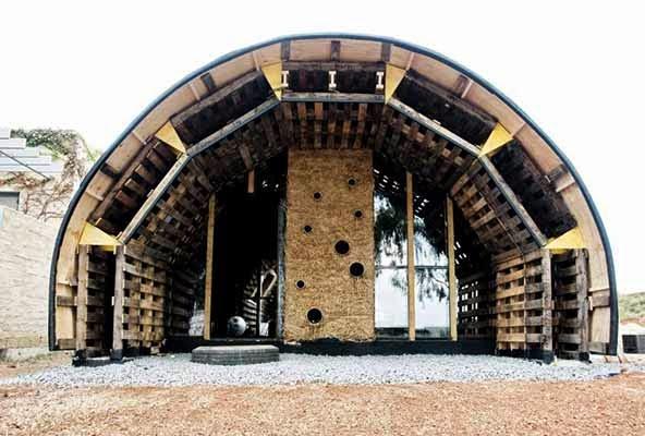 Casas Ecologicas La Slumtube pallet house una casa ecolgica en