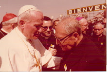 Monseñor Quezada con el Papa Juan Pablo II