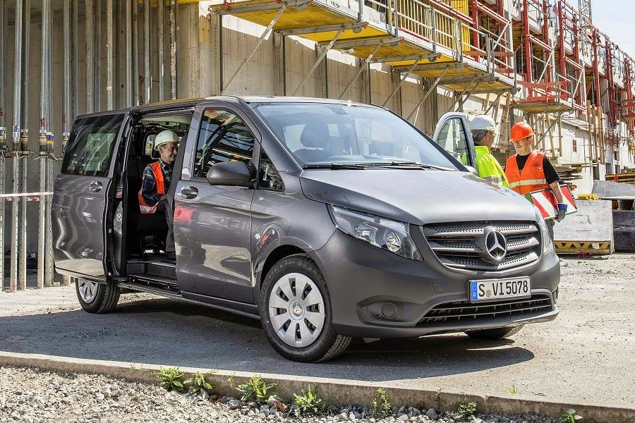 Mercedes-Benz Vito 111 CDI Tourer Base (2015) Front Side