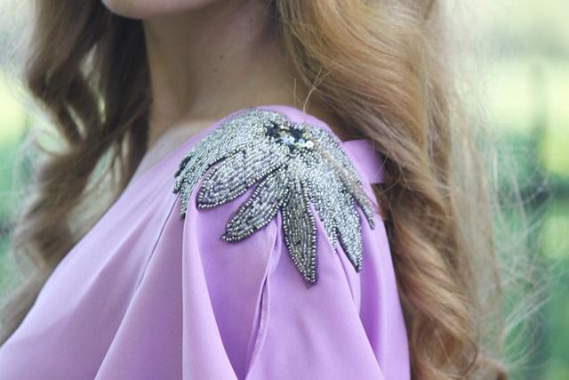 look_de_boda-vestido_largo-invitada_de_boda-corona_de_flores