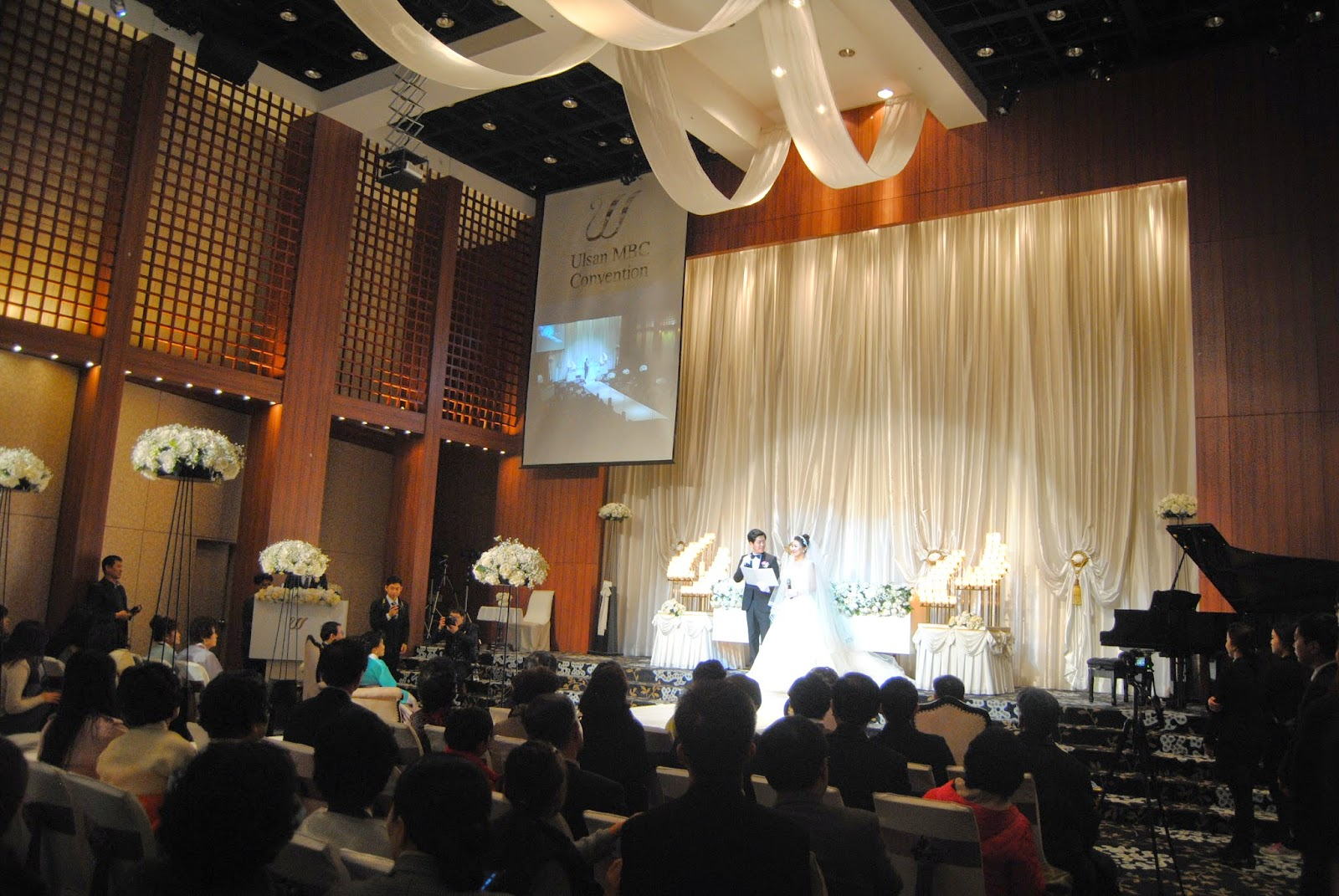 Waygookin round the world a korean wedding this is the wedding hall in which i attended the wedding as you can see its very showy the center aisle and the front area is actually a stage thecheapjerseys Image collections