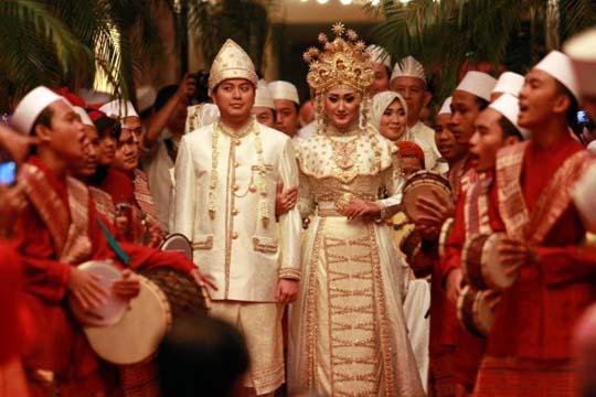 Islamic Moslem wedding dress trends 2013