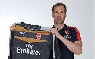 Petr Cech Resmi Pindah ke Arsenal