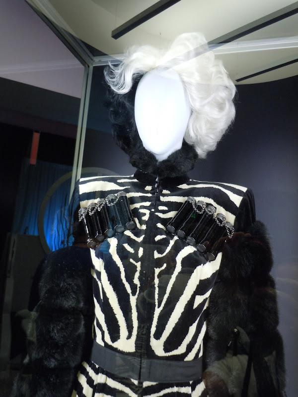 Cruella de Vil 101 Dalmatians zebra outfit