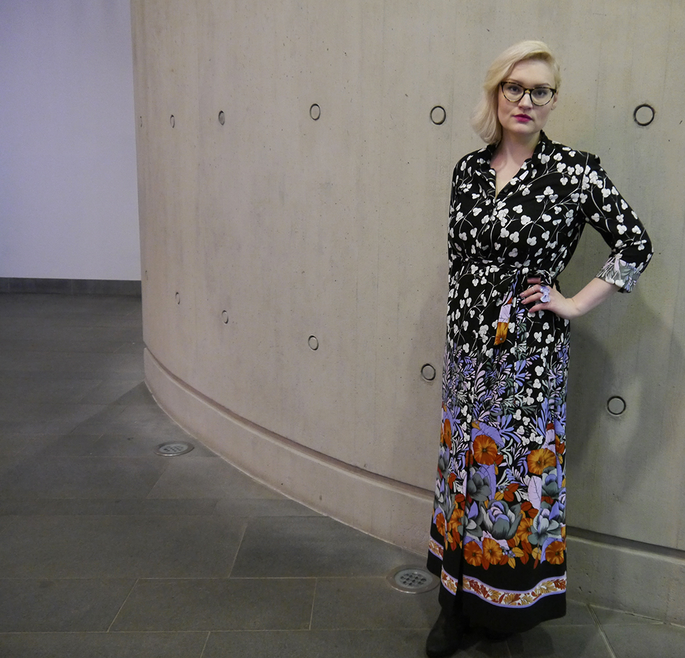 Glass Onion Vintage, floral maxi shirt dress, vintage style, The McManus Gallery, making vintage fashion contemporary, Dundee style blogger, Scottish fashion blog, IOLLA Muir frames