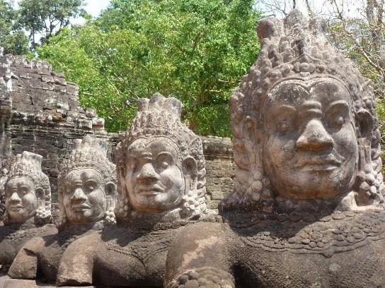 Angkor caras Giant Faces At Bayon Temple  Cambodia