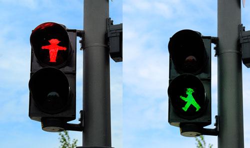 Komik Trafik İşaretleri kırmızı turuncu yeşil işaretler komik sahneler trafikte yaşanan komik sahneler