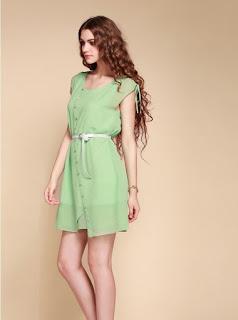 Vestido corto de gasa con manga corta, escote cuadrado, botones en línea diagonal, cinturón y falda con doble capa