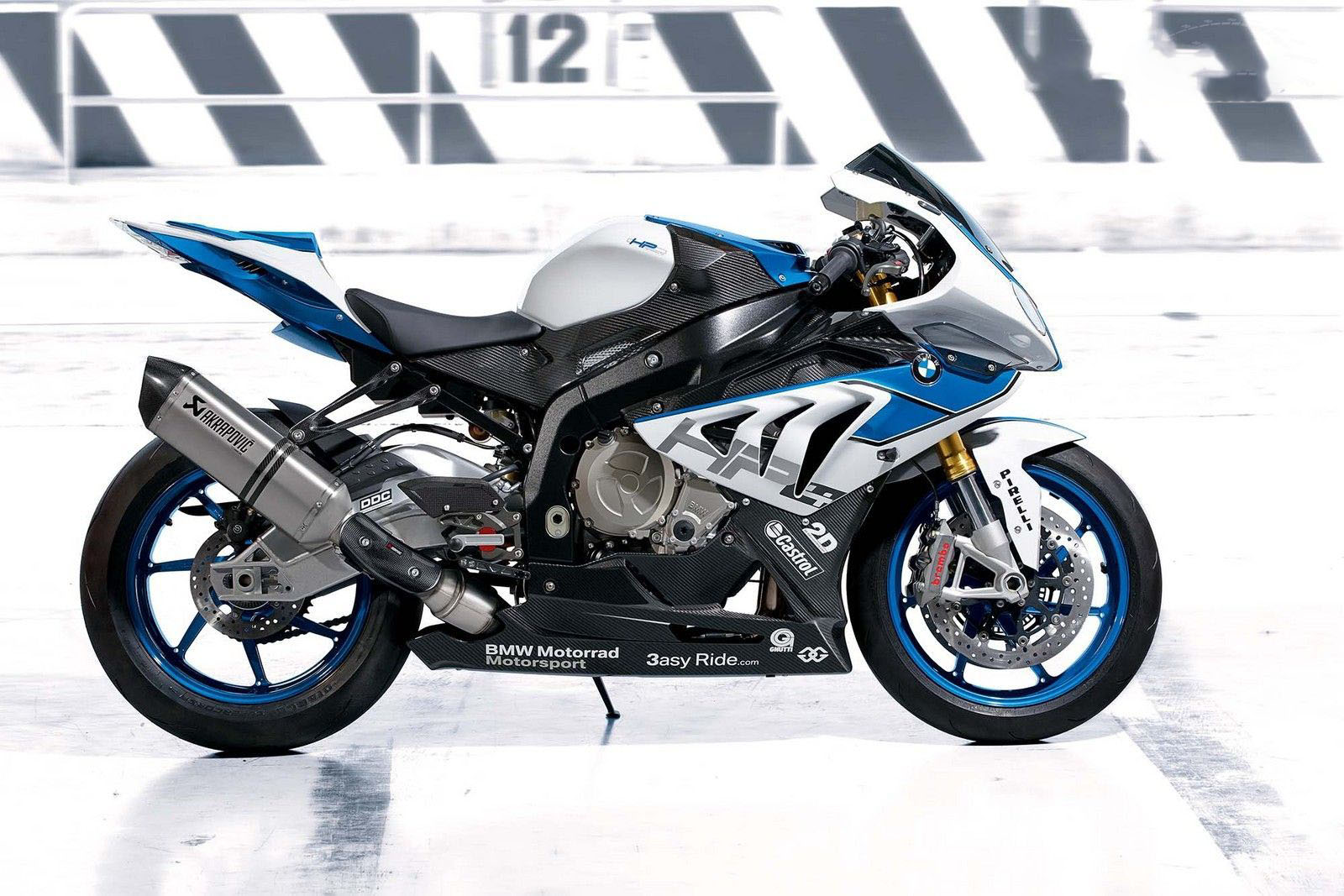 in moto 2013 BMW S1000RR HP4