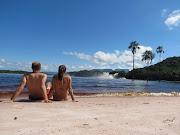 . una típica playa del Caribe, pero ésta con unas cascadas de fondo… (img )