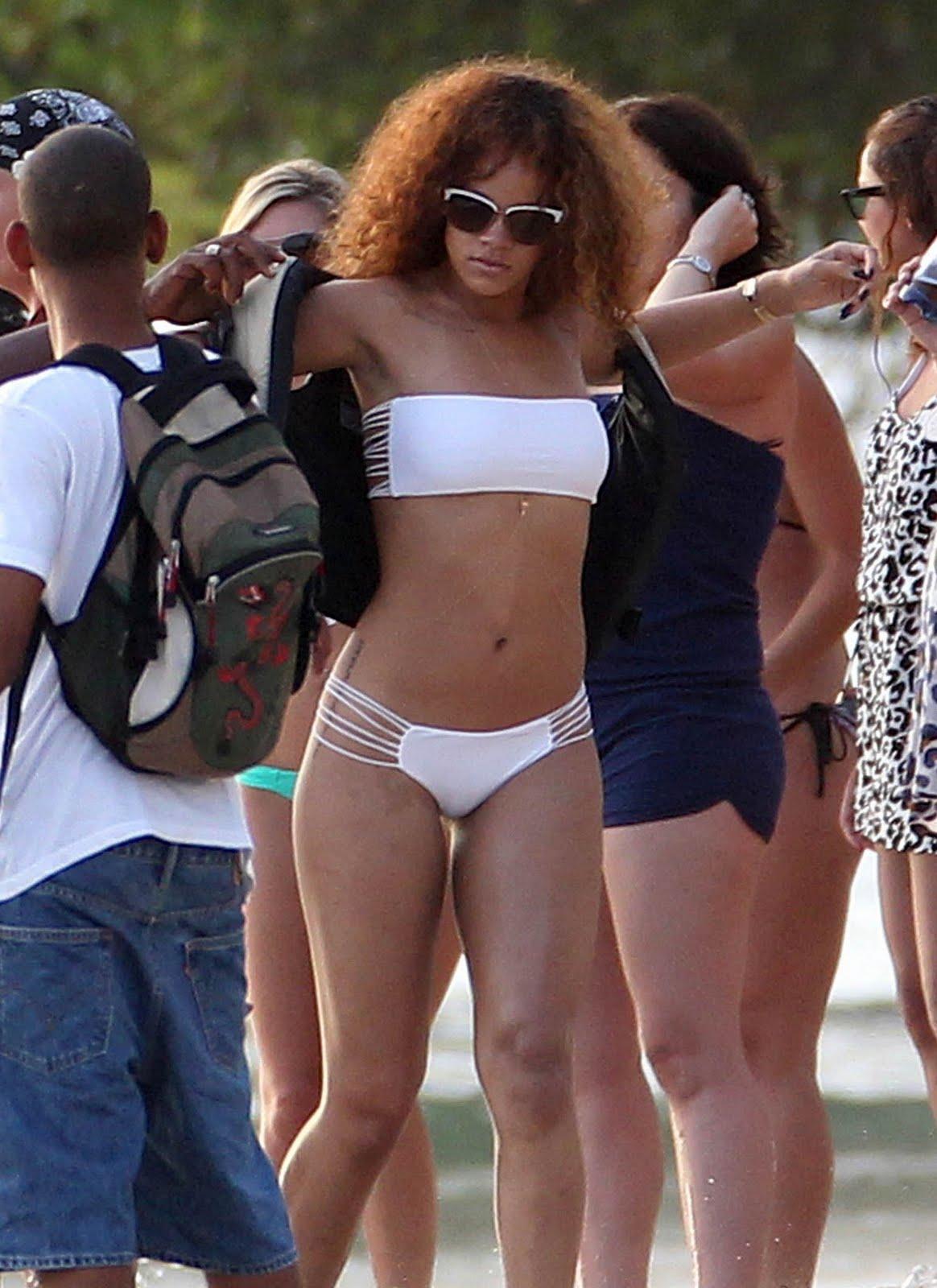 http://4.bp.blogspot.com/-teVEZwRtxCE/TjywN01GjnI/AAAAAAAAPF4/FjfSI6txrko/s1600/Rihanna-72.jpg