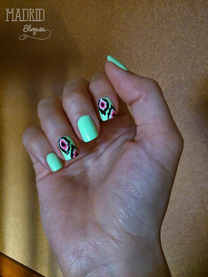 Nail Art con estampado Ikat