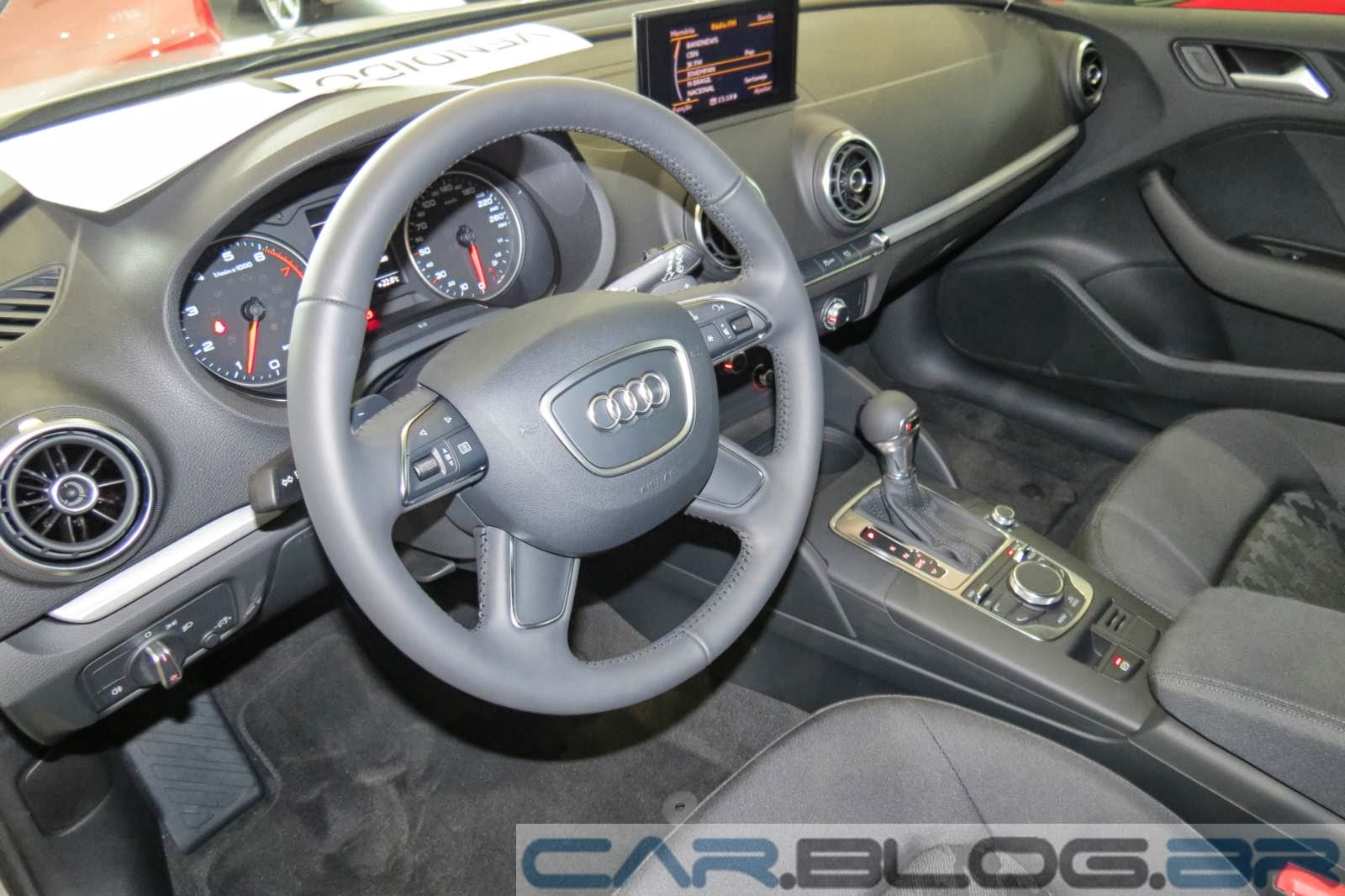 Audi A3 Sedan Attraction - interior - volante