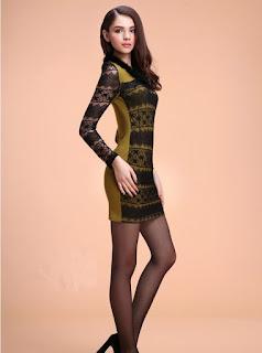 Vestido corto con encaje, mangas largas y líneas horizontales