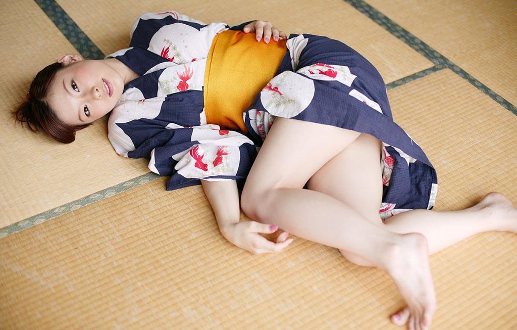 akane sakura japanese kimono naked pic 02