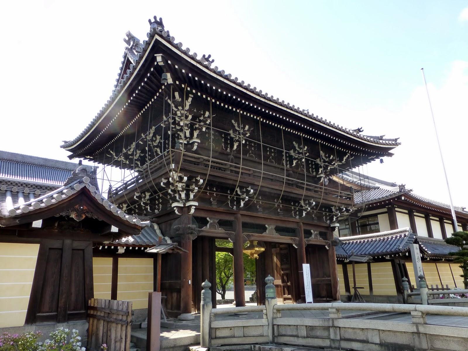 Chaos and Kanji: Kyotos Nishi Honganji Temple