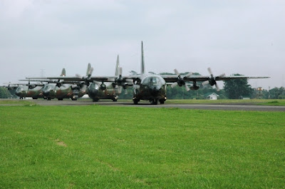 Pesawat Hercules latihan Terbang Formasi