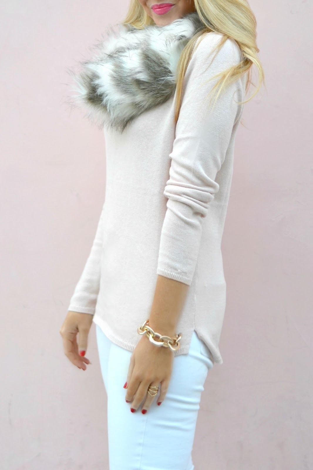 winter-white-outfit-with-faux-fur-scarf