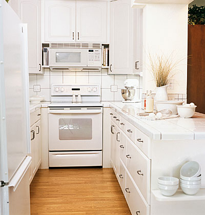 Small galley kitchen design layouts with laundry for Small white galley kitchen ideas
