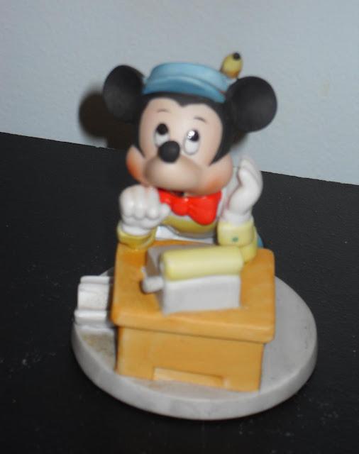 Accountant Figurine4