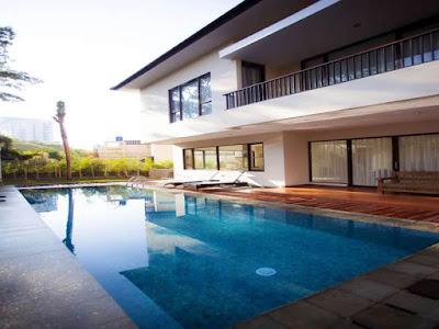 Sewa Villa di Bandung ada Kolam Renang