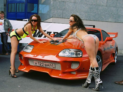 couple_sexy_girls_and_fast_car