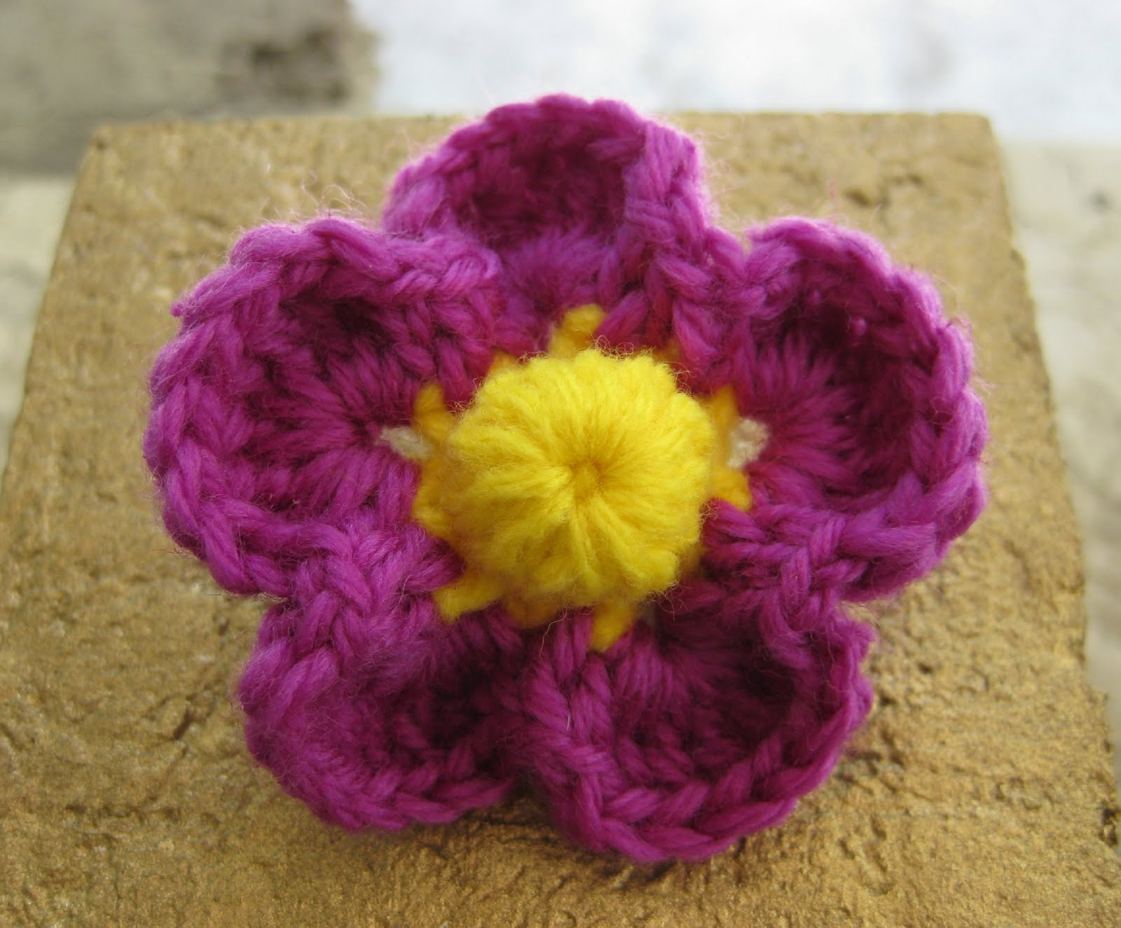 Crochet and Other Stuff: Crochet a flower!