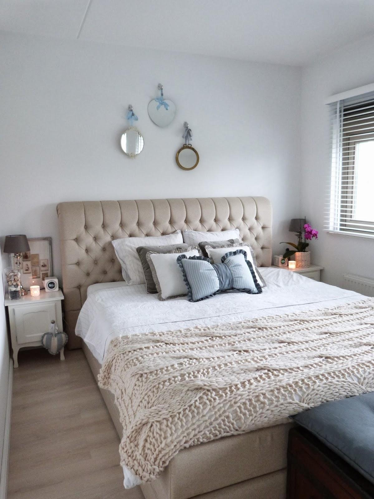 ... Brocante-Schelpenhuisje: Knusse slaapkamer met beddengoed in laagjes
