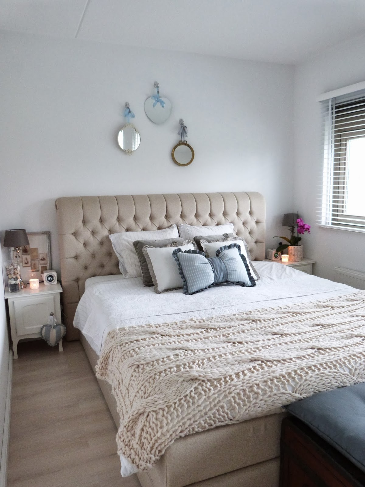 Het brocante schelpenhuisje: knusse slaapkamer met beddengoed in ...