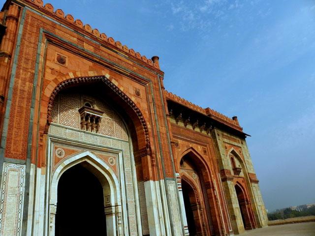 Qila-i-Kahuna Mosque, Purana Qila